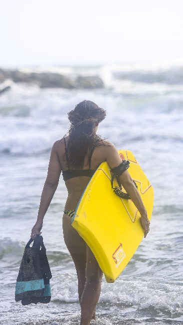 Bodyboarding Girl with Board & Fins - Best Fins for Bodyboarding